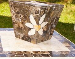 Vaso em mosaico de m�rmore