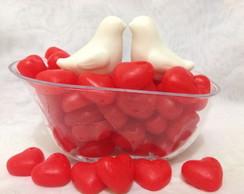 Banheira com pombinhos apaixonados