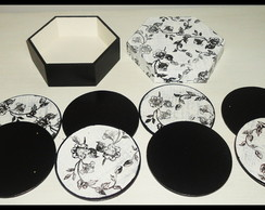 Porta-copos preto e branco floral