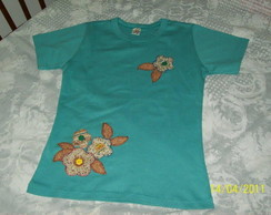 Camiseta Femenina Flores Patch Aplique