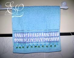 toalha de lavabo com fitas
