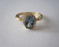 Anel turmalina azul e diamantes em ouro