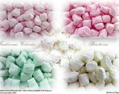 Balas de coco caseiras coloridas