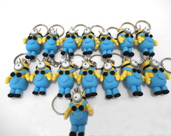 Chaveiro minions em biscuit.