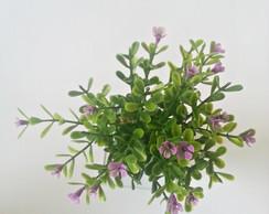 Arranjo de mesa: pequenas flores roxas