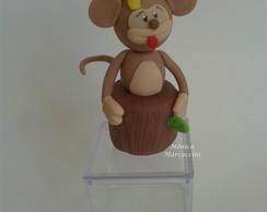 Macaco em biscuit na caixa de acrilico