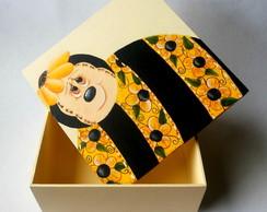 Caixa de madeira com pintura decorativa