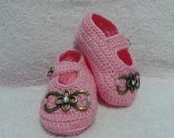 Sapatinho de croch� rosa com fivela