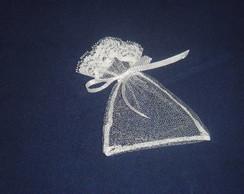 Saquinho de fil� com la�o branco