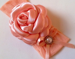 Faixa com rosa de cetim