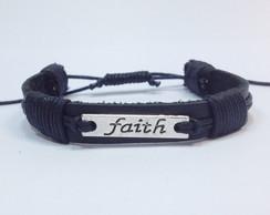 """Pulseira de couro e placa faith""""F�"""""""