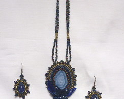 Conjunto azul com pedras