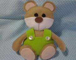 Urso em feltro de macacao verde