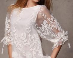 Blusa branca de renda bordada