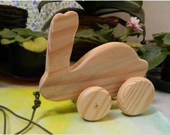 Coelho em madeira - com rodinhas