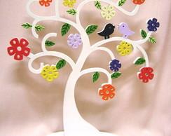 �rvore em MDF decorada