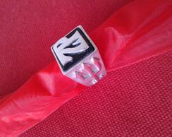 anel Seu Z� com tridentes nas laterais .