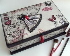"""Caixa de maquiagem """"Vestido e borboletas"""