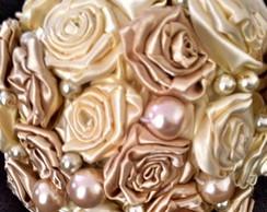 Buqu� com Flores de Cetim e P�rolas
