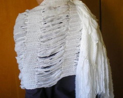 Xale de tecido e linha branco