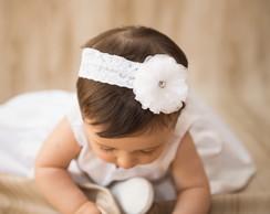 Faixa branca c/ flor & pulseira p�rolas