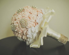 Bouquet / Buque Rosas Com Broches - G