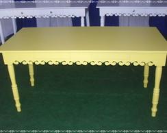 Mesa amarela baixa