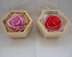 Rosa Grande na caixa de madeira