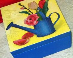 Caixa de ch� com regador e rosas