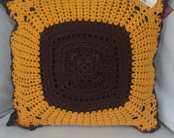 Almofadas com aplica��o de crochet