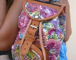 mochila de couro com tecido bordado mao