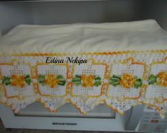 toalha com barrado de croch� e flores