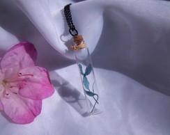 Colar flor em vidro