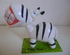 Zebra grande com aparelho.