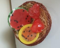 Cesta de frutas em sabonete artesanal