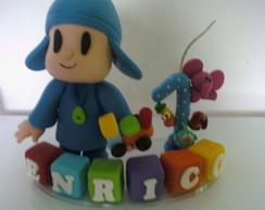 Topo de Bolo Pocoyo com cubos e vela
