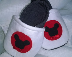 Sapatinho Pantufa com aplique do Mickey