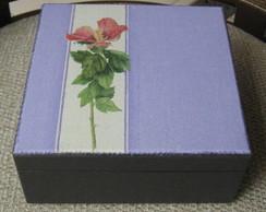 Caixa de ch� preta com flor