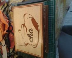 Caixa de ch� decorada em marchetaria