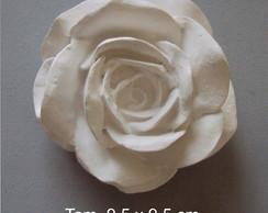 Rosa de resina em branco