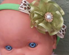 tiara com la�o de oncinha e flor de fita