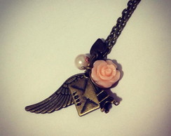 Fly to Paris Necklace