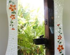 Espelho em mosaico floral branco