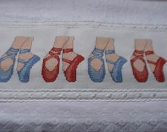 TOALHA DE BANHO INFANTIL -SAPATILHAS