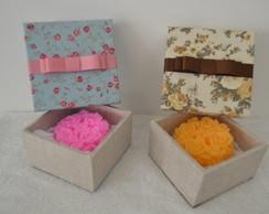 Sabonete floral em caixa personalizada