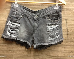 Short Jeans customizada com Renda preta