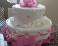 bolo falso em eva com flores rosa