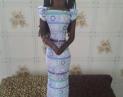 Boneca africana vestido de manga curta.