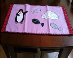 Cobre bolo lil�s de pinguim e croch�