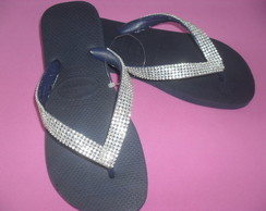 Havaiana decorada com manta de strass